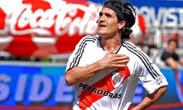 Arijel Ortega je rukom postigao pobedonosni gol za River protiv Kilmesa.