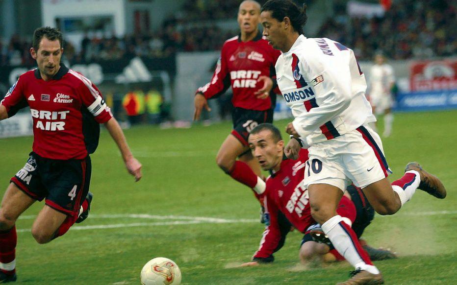 Ronaldinjo je posle prelepe akcije postigao fantastičan gol protiv Gengana.