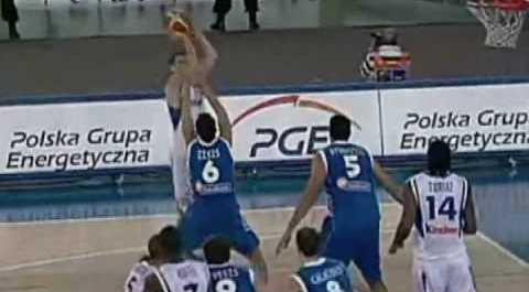 Nando de Kolo je iz teške pozicije postigao koš za pobedu Francuske protiv Grčke.