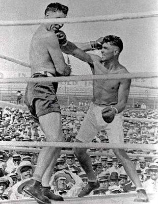 Džek Dempsi je brutalno pretukao Džesa Vilarda.