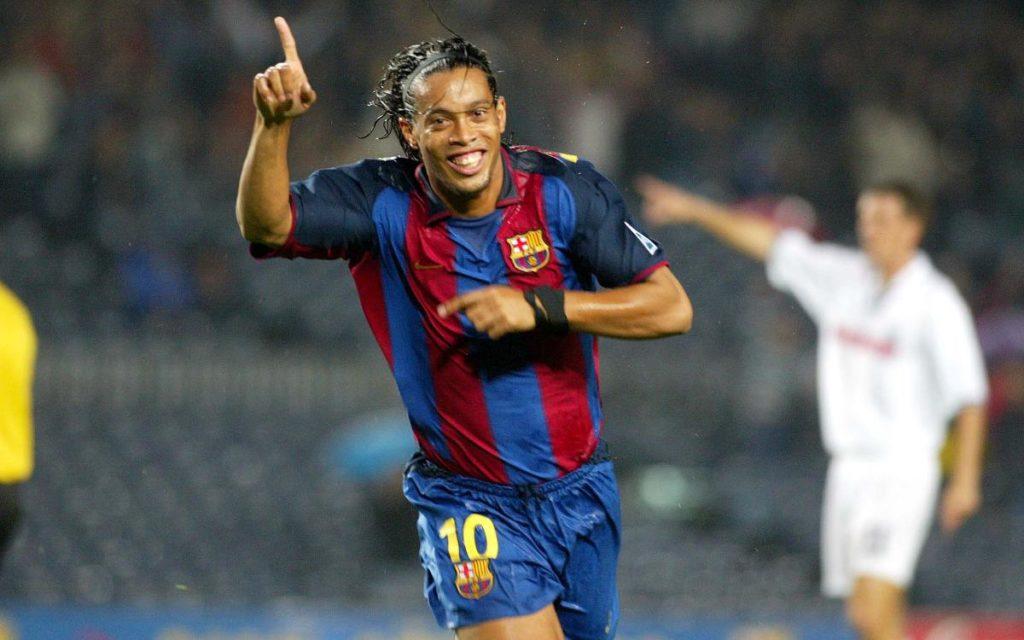 Ronaldinjo proslavlja svoj prvi gol u dresu Barselone.